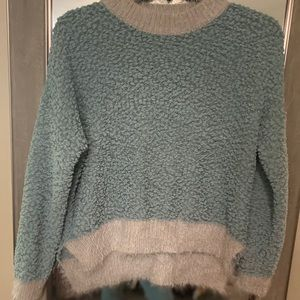 Boutique brand Listicle popcorn sweater Small